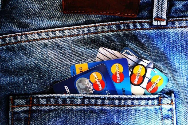 ECONOMIZE USING TRAVEL CREDIT CARDS