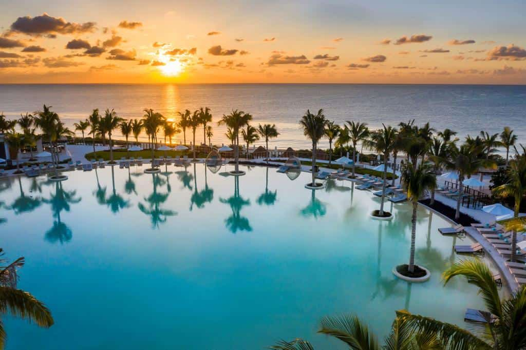 luxury cancun resorts