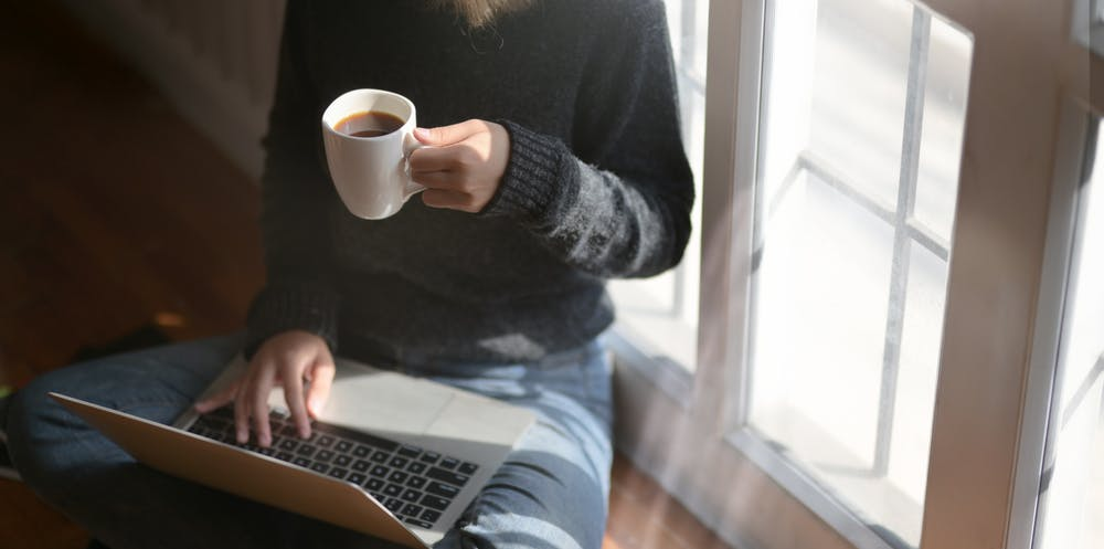 become digital nomad as copywriter