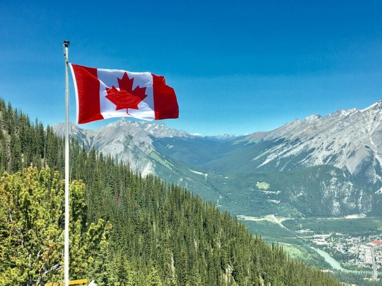canada reopening borders