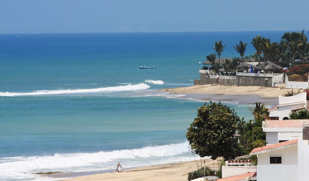 ecuador beaches are open to tourists