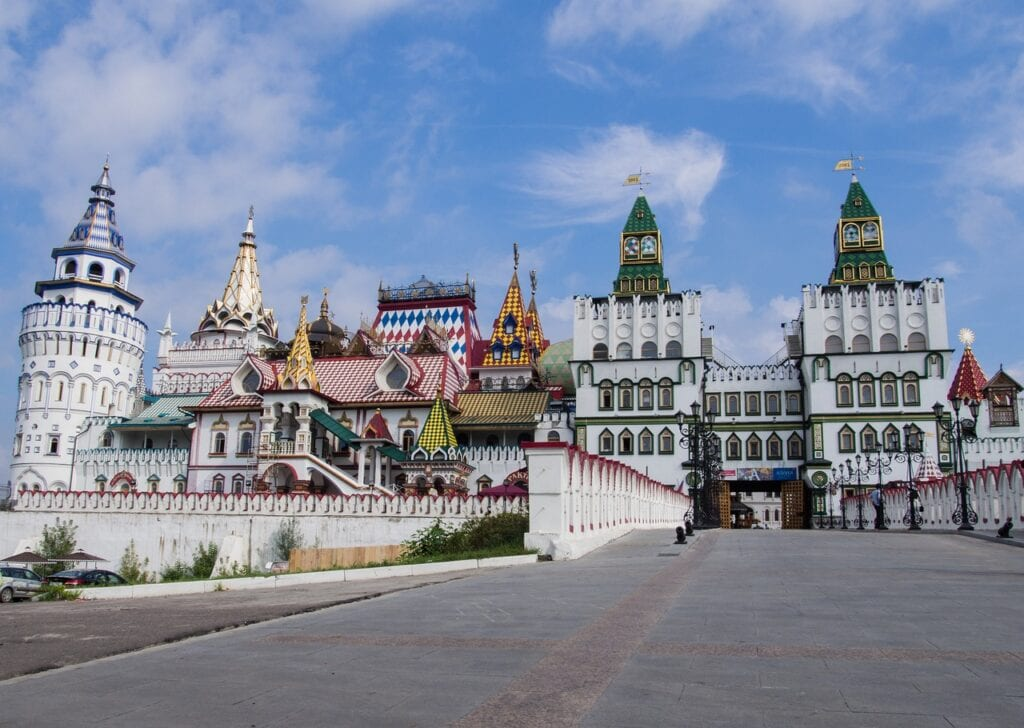 Russia-reopening-to-tourist-Travel-restrictions