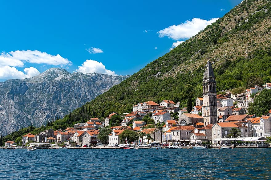 Montenegro reopening to tourists - travel restrictions
