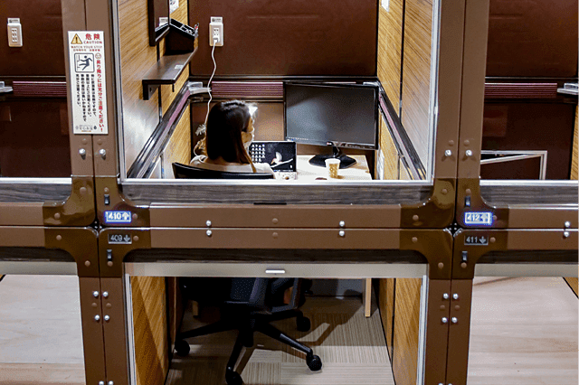 Tokyo-Capsule-Hotel-Converting-into-Coworking-Space-Remote-Workers