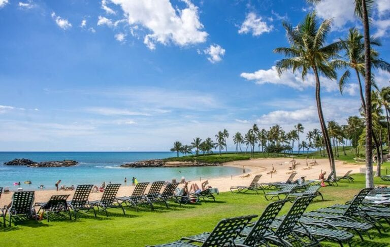 Hawaii to waive quarantine and testing for vaccinated travelers