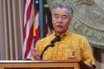 Governor of Hawaii Hesitant to Ease Travel Restrictions for Vaccinated Travelers