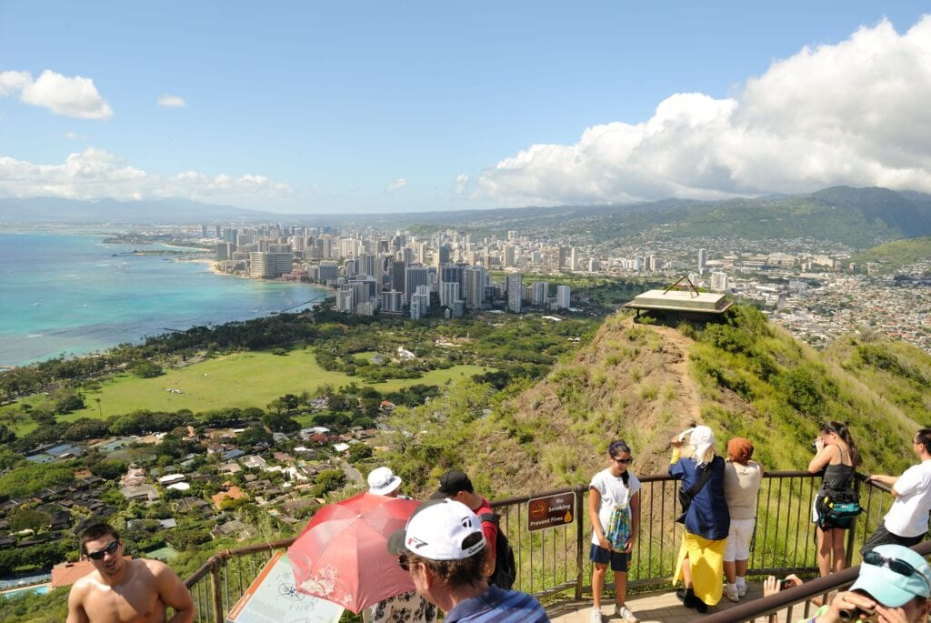 hiking in hawaii during covid