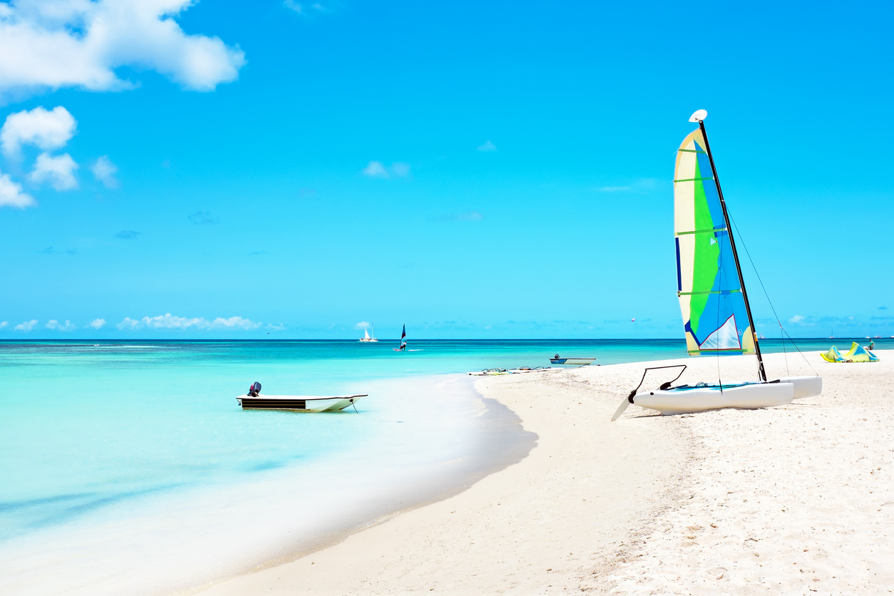 is it safe to travel to Aruba right now during covid