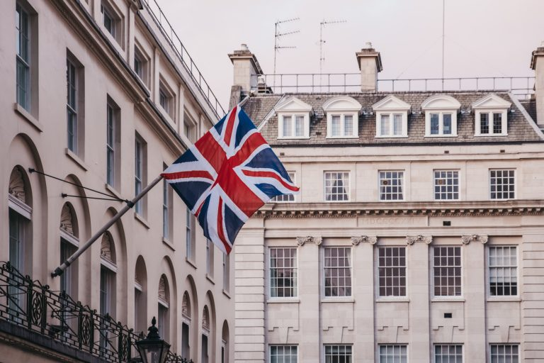 UK's Plan to Ease Entry Restrictions Delayed by Test Shortage